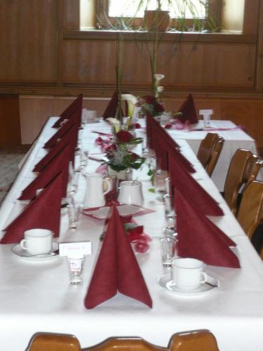 Tisch mit Gedeck